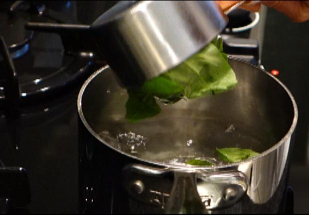 Basil olive oil 1a
