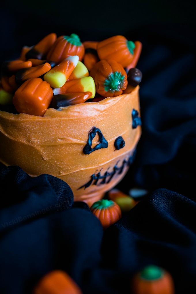 halloween-cauldron-3a