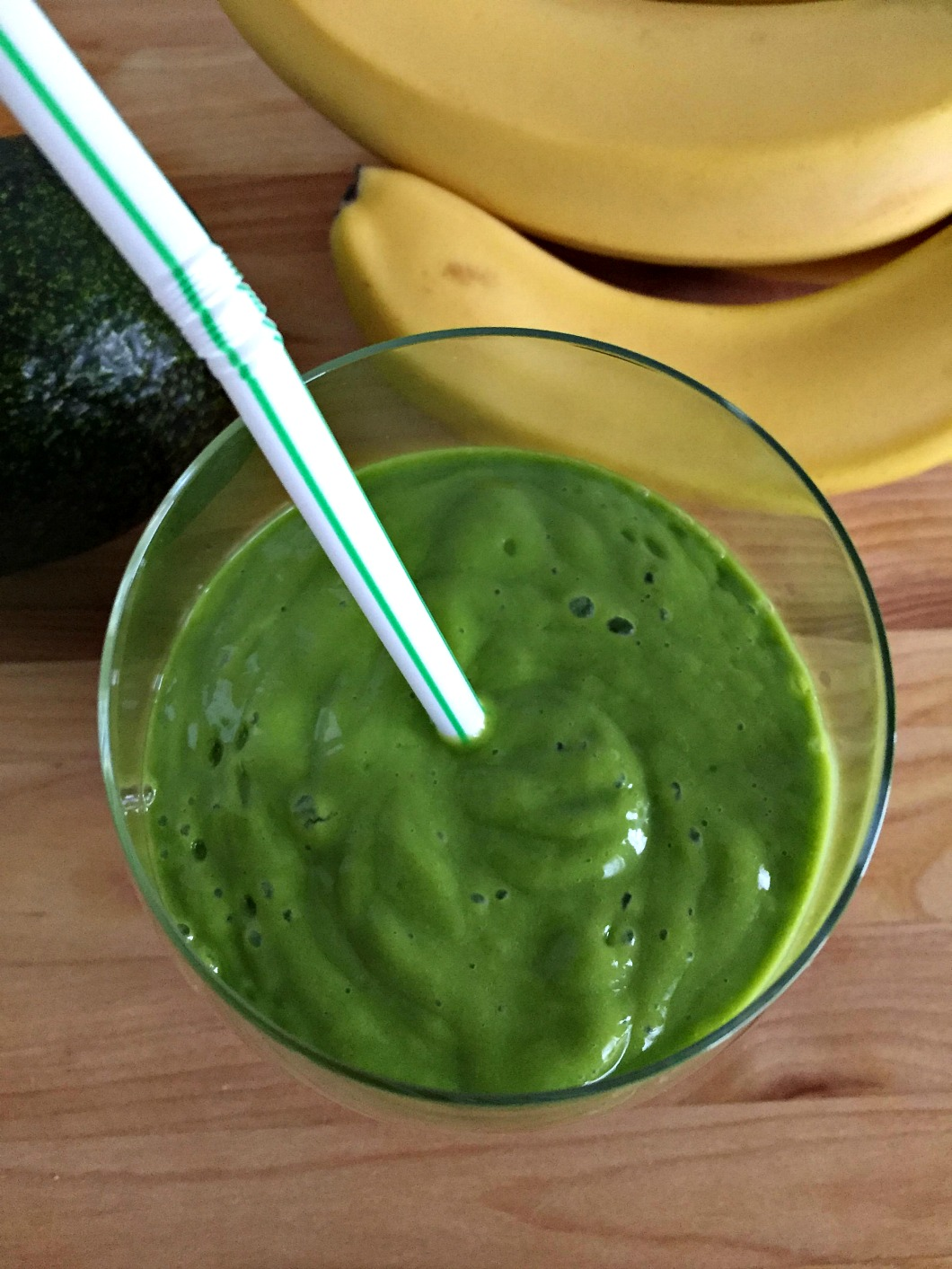 Spinach Avocado Smoothie with Banana, Mango & Lime