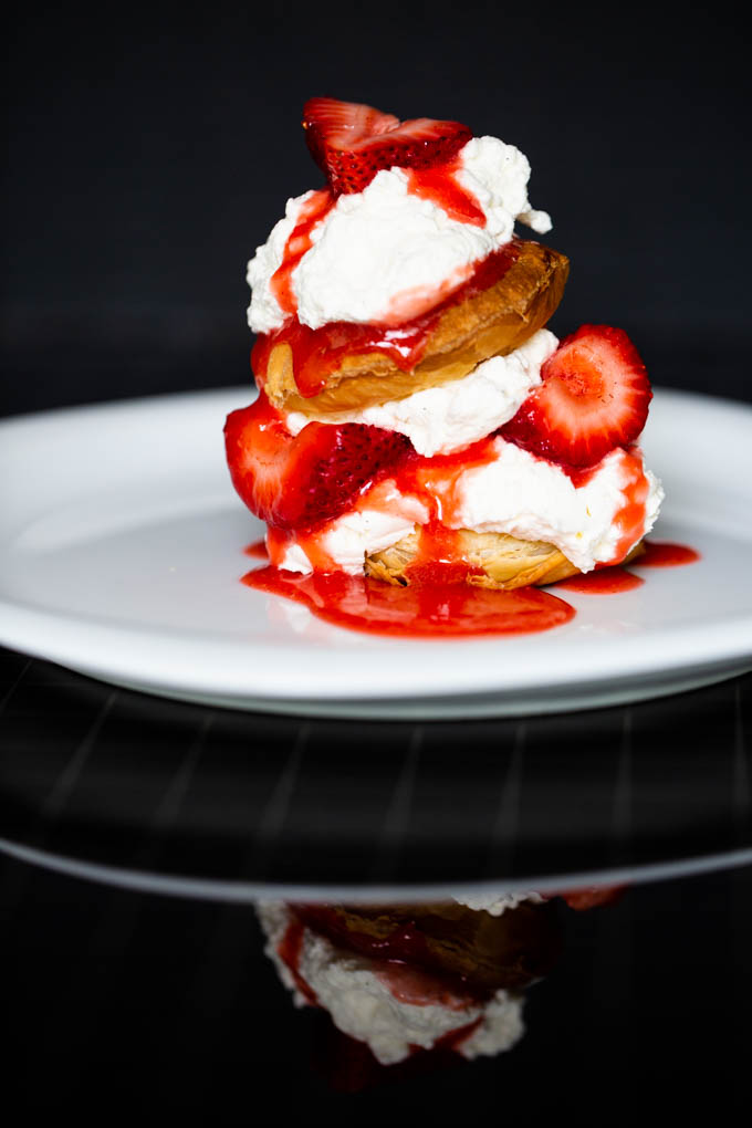 Puff Pastry with Strawberries & Cream