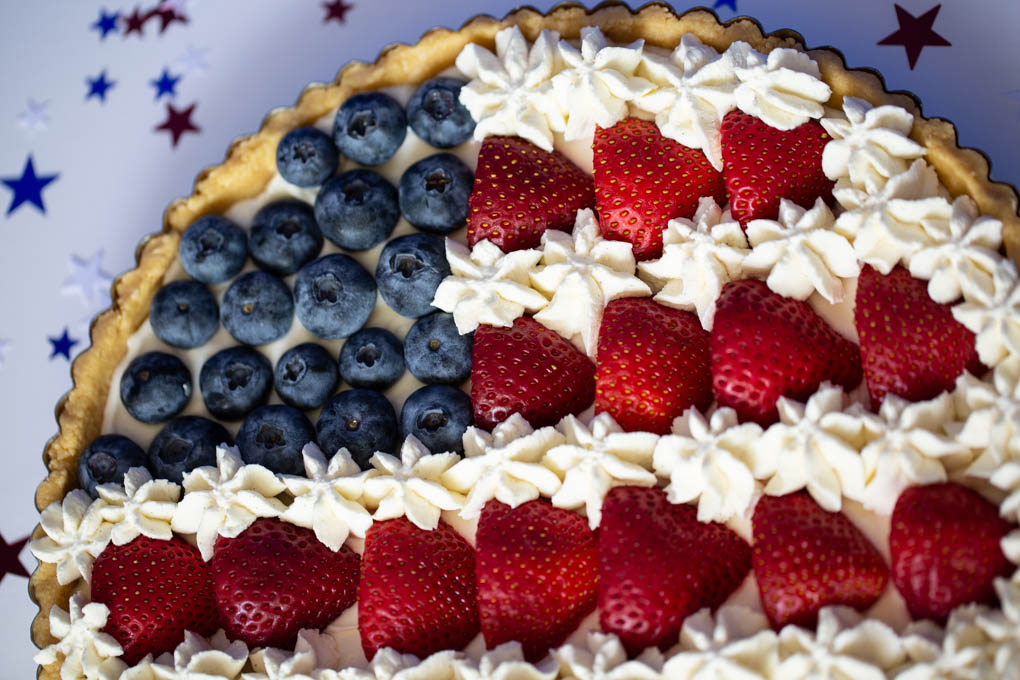 No-Bake Berry Tart with Strawberries, Blueberries, whipped Cream and a Lemon Oreo Crust